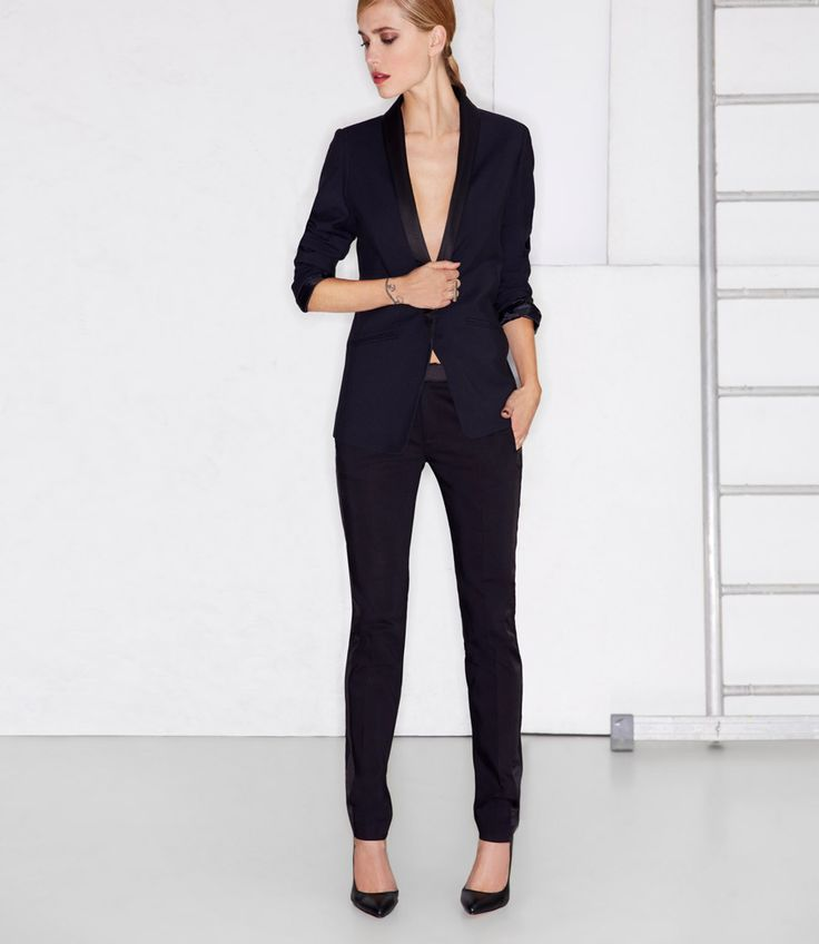 Костюм женский с зауженными брюками