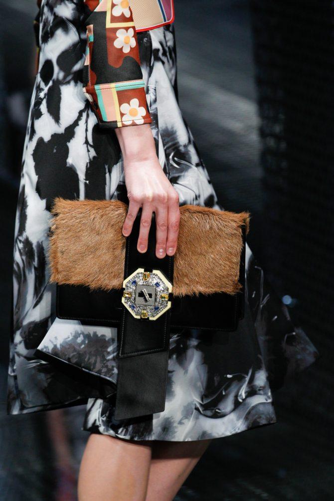 Клатч с мехом от Prada