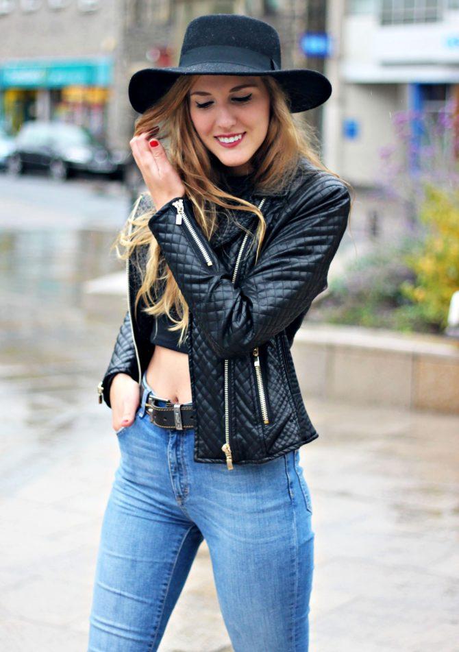Девушка в кожаной куртке и шляпе