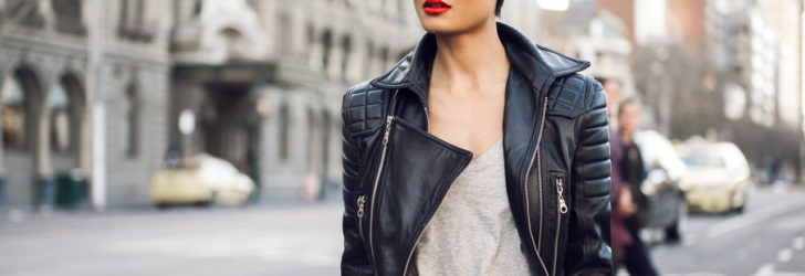 Девушка в кожаной куртке