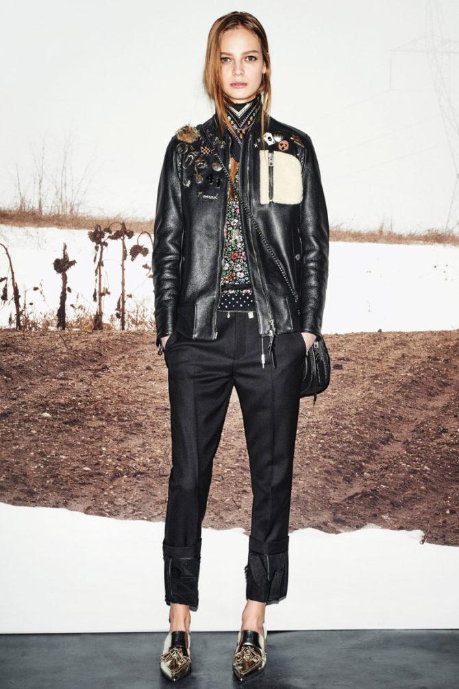 Кожаная куртка с декоративной накладкой