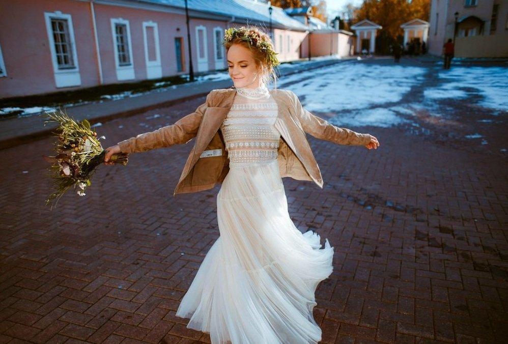 f121e927327 Женственные свадебные платья в стиле бохо шик