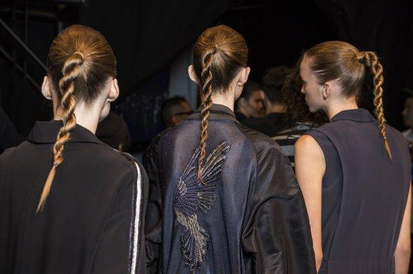 Модели с причёсками конский хвост