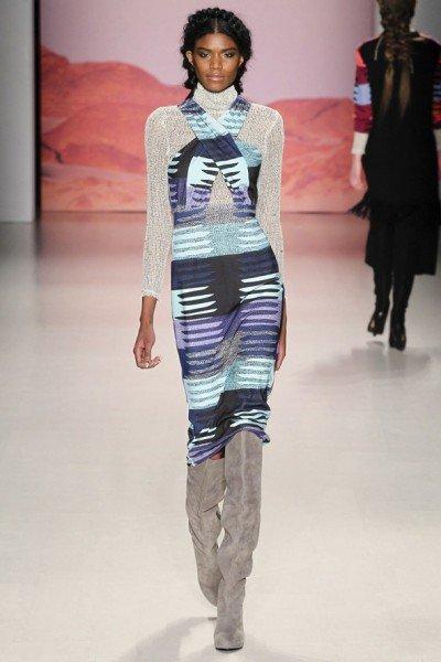 водолазка и платье с вырезом