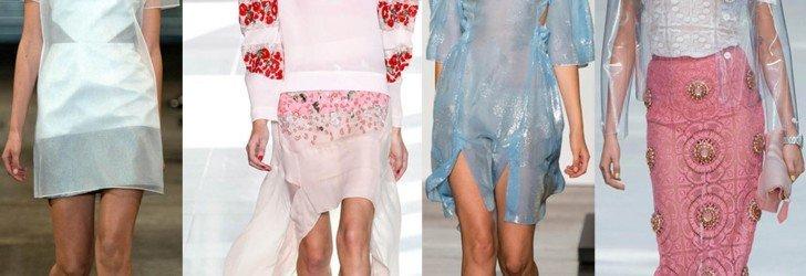 Модели в одежде из пластика