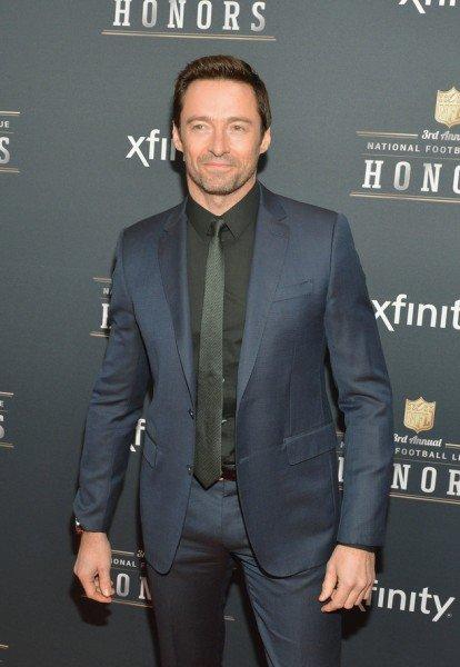 Hugh Jackman в костюме с галстуком