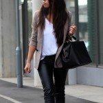 Девушка в кожаных штанах