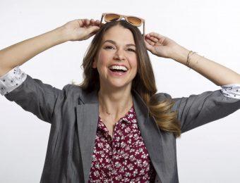 5 советов, как выглядеть моложе своих лет от дизайнера по костюмам сериала «Юная»
