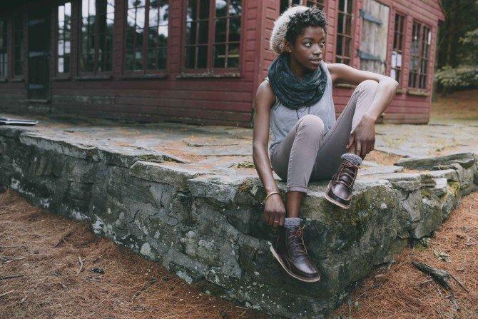 Девушка в кожаных ботинках от Оliberté