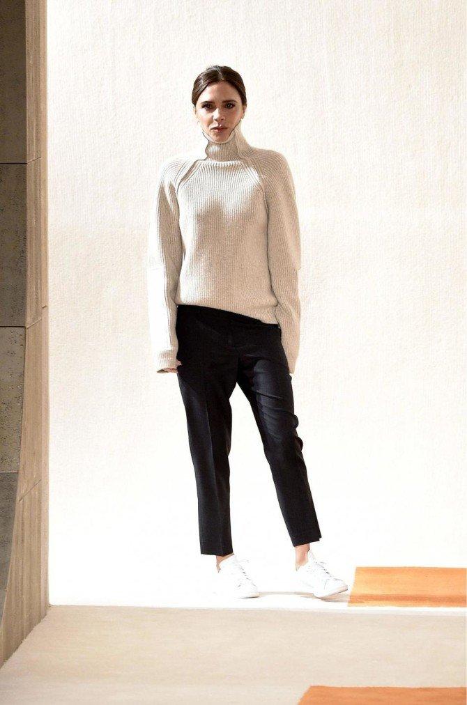Виктория Бекхэм в свитере с высоким горлом