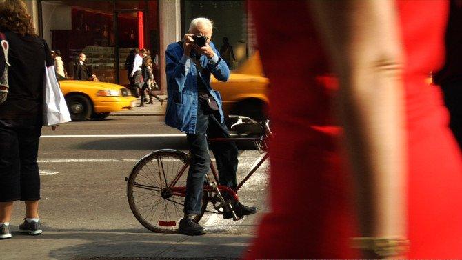 Билл Каннингем фотографирует на улице