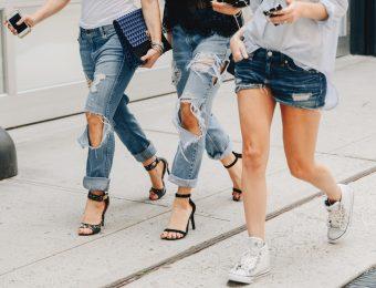 Джинсовые тренды: как выбрать подходящую вещь и с чем носить