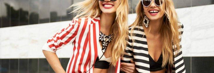 Девушки в модных очках