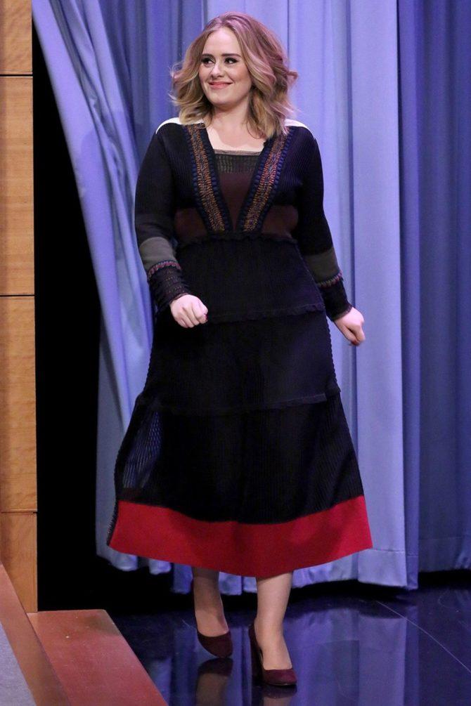 Адель в лоскутном платье