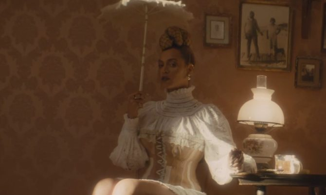 Кадр из клипа Бейонсе