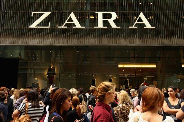 Девушкиу магазина Zara