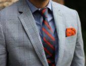 Торс мужчины в костюме и галстуке крупным планом