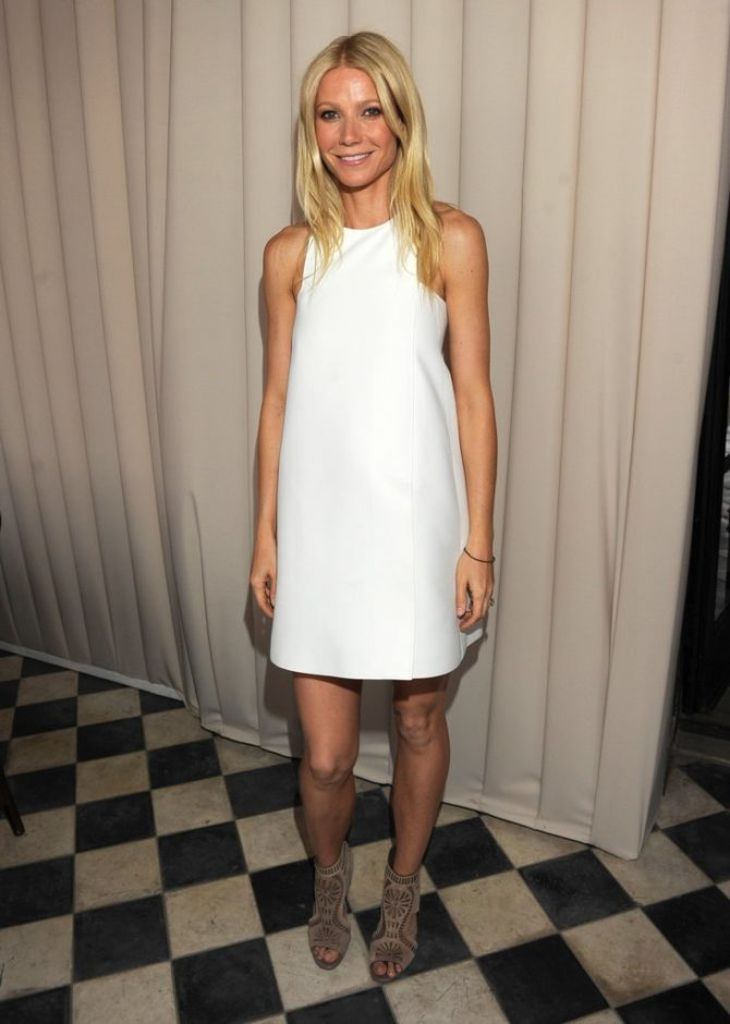 Образ с белым цельнокройным платьем