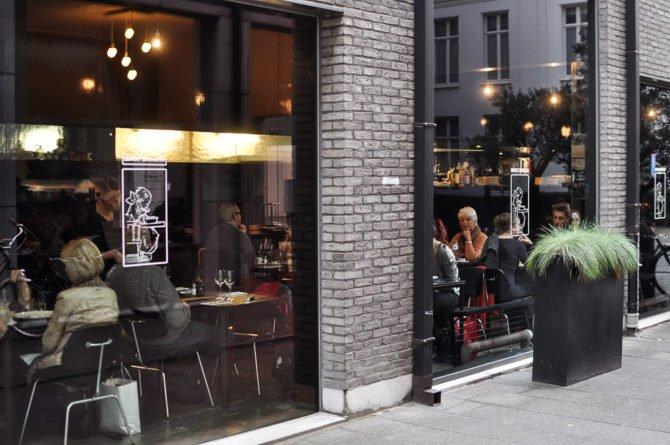 Вид на ресторан «Голодная Генриетта» с улицы