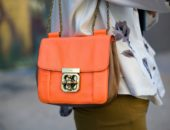 Образ с оранжевой сумкой