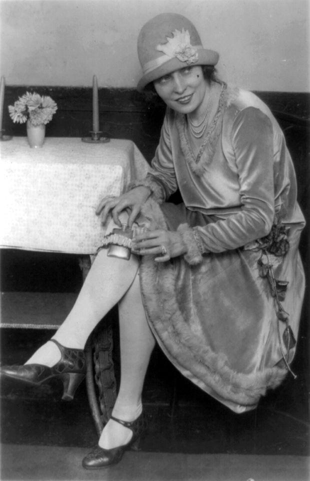 История появления коктейльного платья