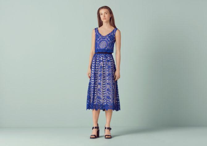 Девушка в платье Finery