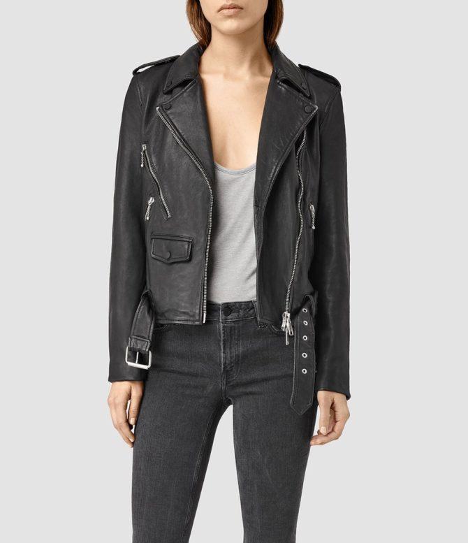 Модель в куртке AllSaints