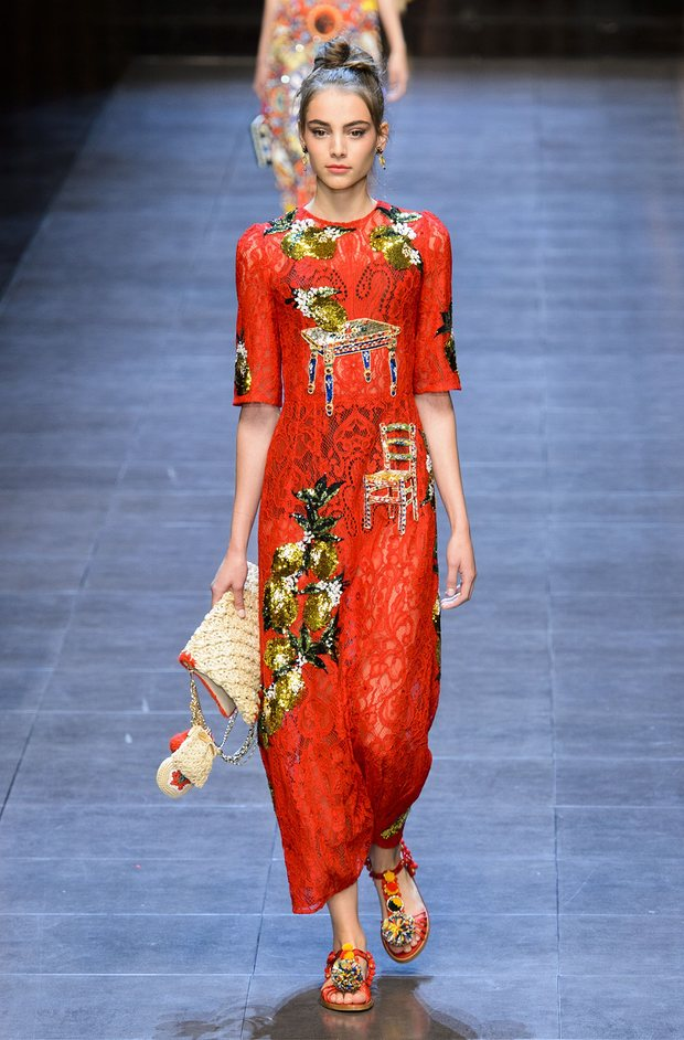Модель на показе Dolce & Gabbana