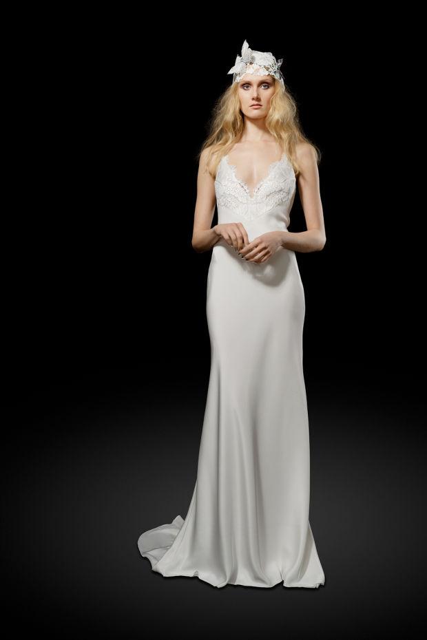 Модель в платье из свадебной коллекции Elizabeth Fillmore 2017