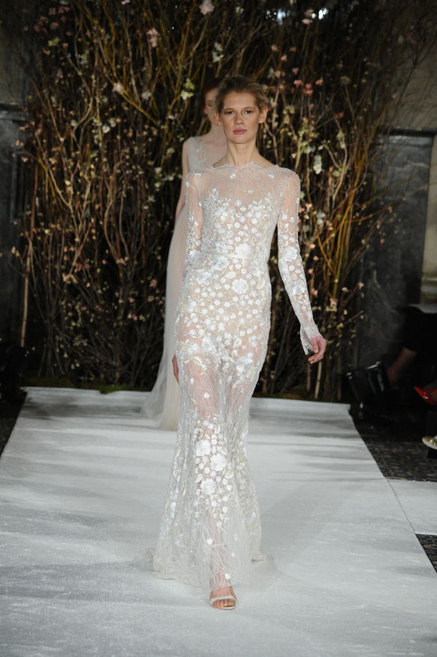 Модель в платье из свадебной коллекции Mira Zwillinger 2017