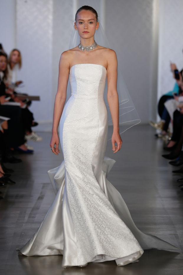 Модель в платье из свадебной коллекции Oscar de la Renta 2017