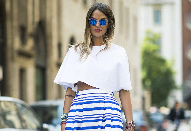 Девушка в бело-синем образе