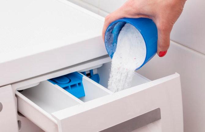 Загрузка стирального порошка в машинку-автомат