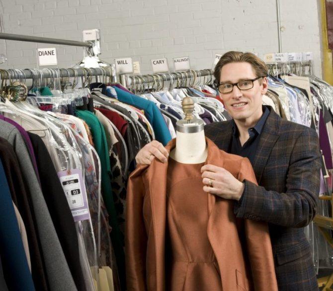 Дэн Лоусон в гардеробной