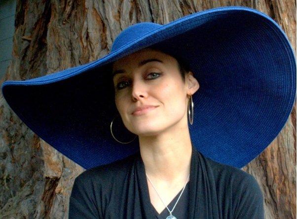 модная шоляпа с широкими полями на фото