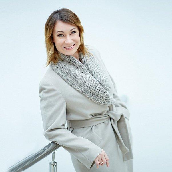 Ольга Тумайкина в пальто Teresa Tardia