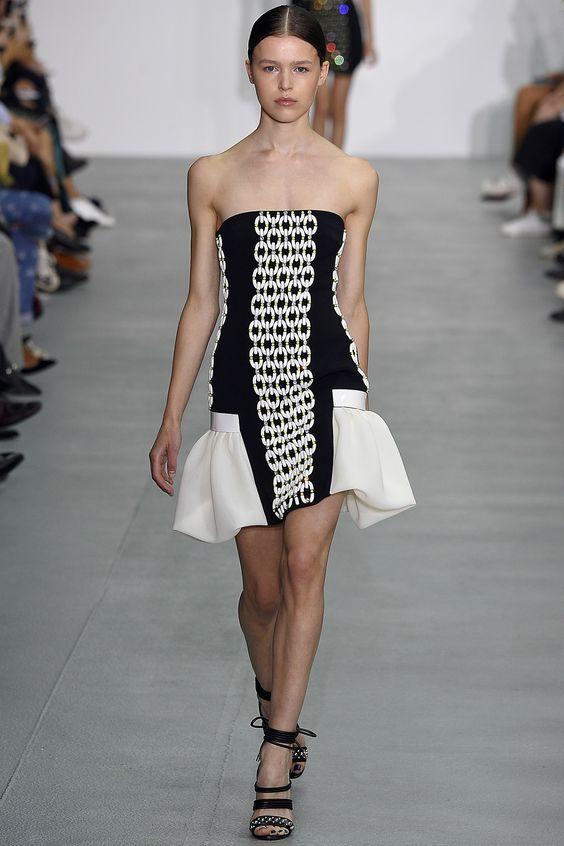 Платье с рюшами 2017