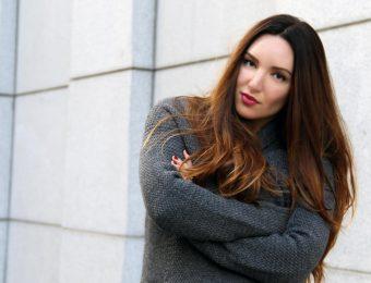 Объёмные свитера с крупной вязкой: с чем носить, чтобы выглядеть стильно?