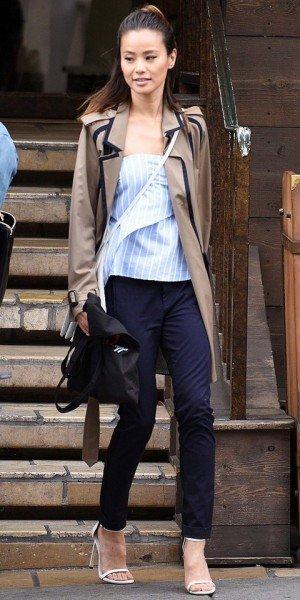 Джеми Чон в стильном комплекте