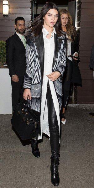 Кендалл Дженнер в чёрно-белом наряде