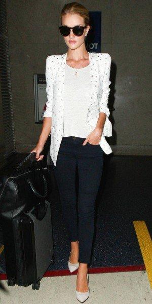 Роузи Хантингтон-Уайтли в аэропорту