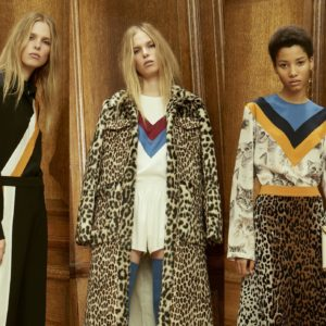 Модели в одежде из коллекции Стеллы Маккартни