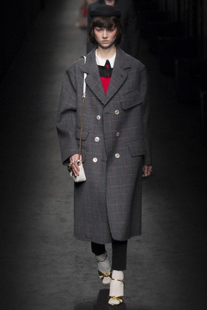 Модель в пальто от Gucci