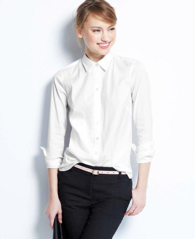 Модель в белой рубашке