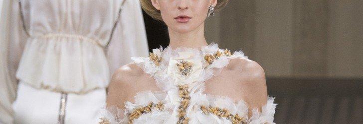 Модель на показе весенней коллекции Chanel