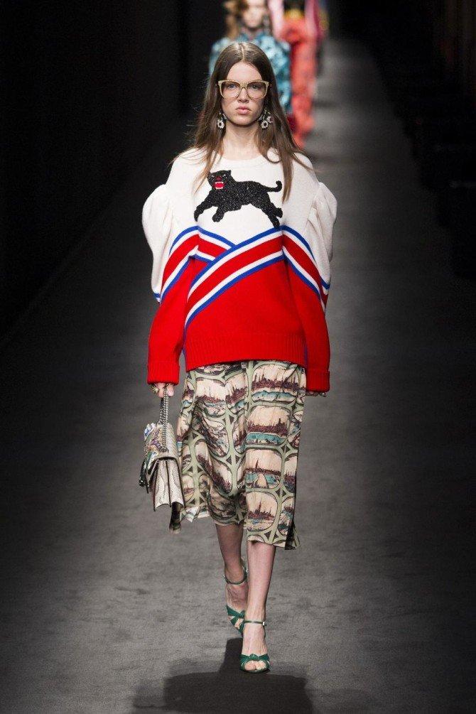 Модель в одежде от Gucci