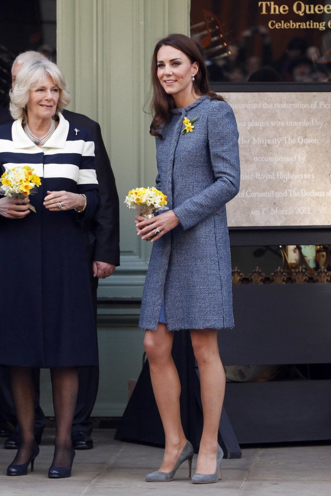 Кейт Миддлтон в пальто-платье