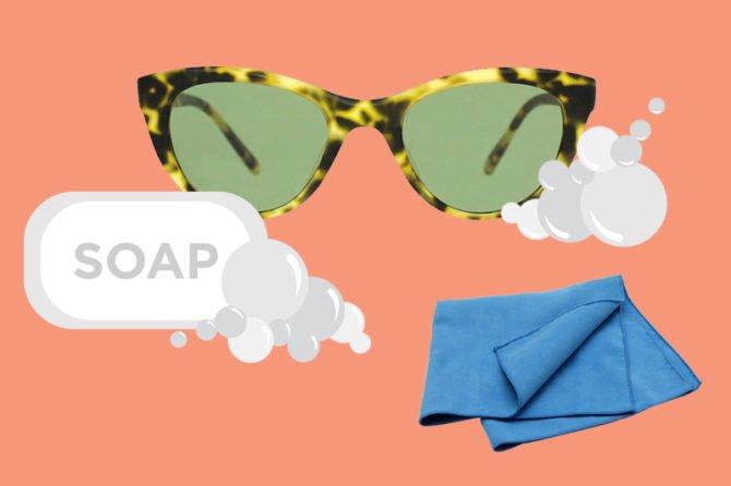 Очки, мыло и специальная салфетка
