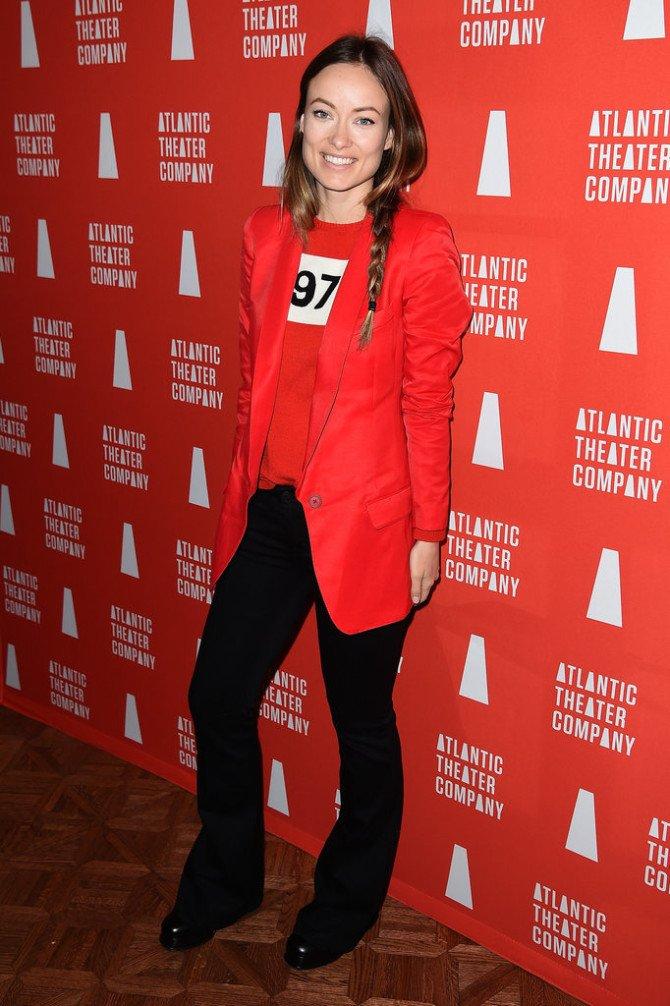Оливия Уайлд в чёрно-красном наряде