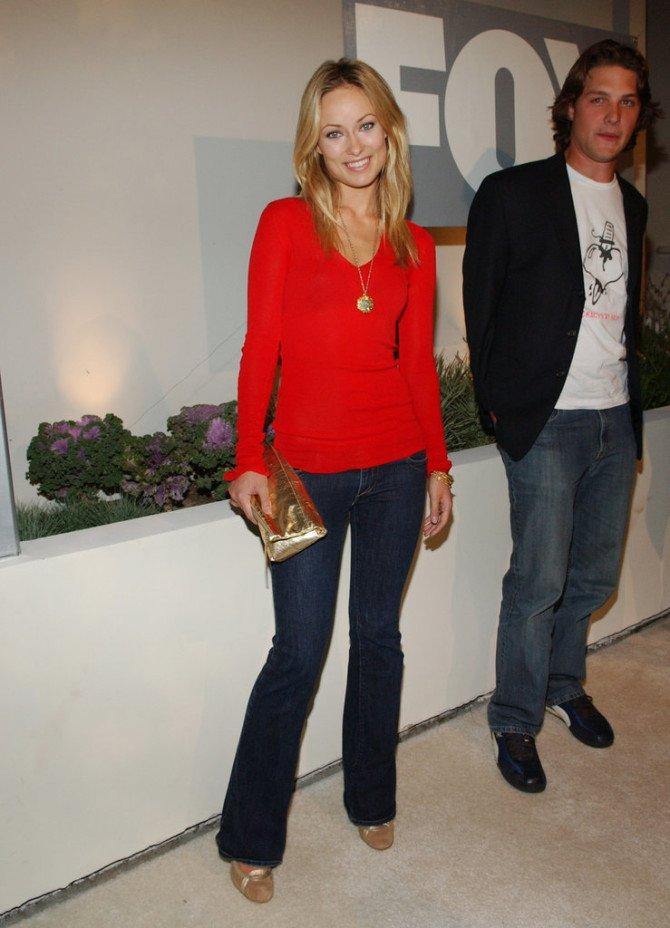 Оливия Уайлдв наряде с джинсами-клёш